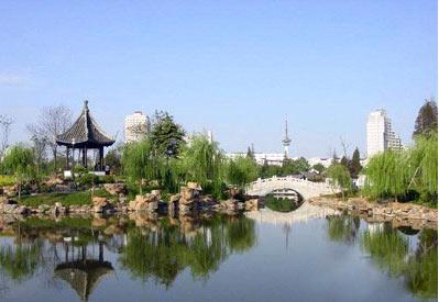 地理百科 >濠河  中国人自己办的最早的博物馆南通博物苑,坐落在风景